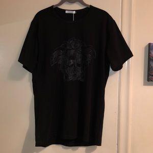 Black and grey medusa T-shirt